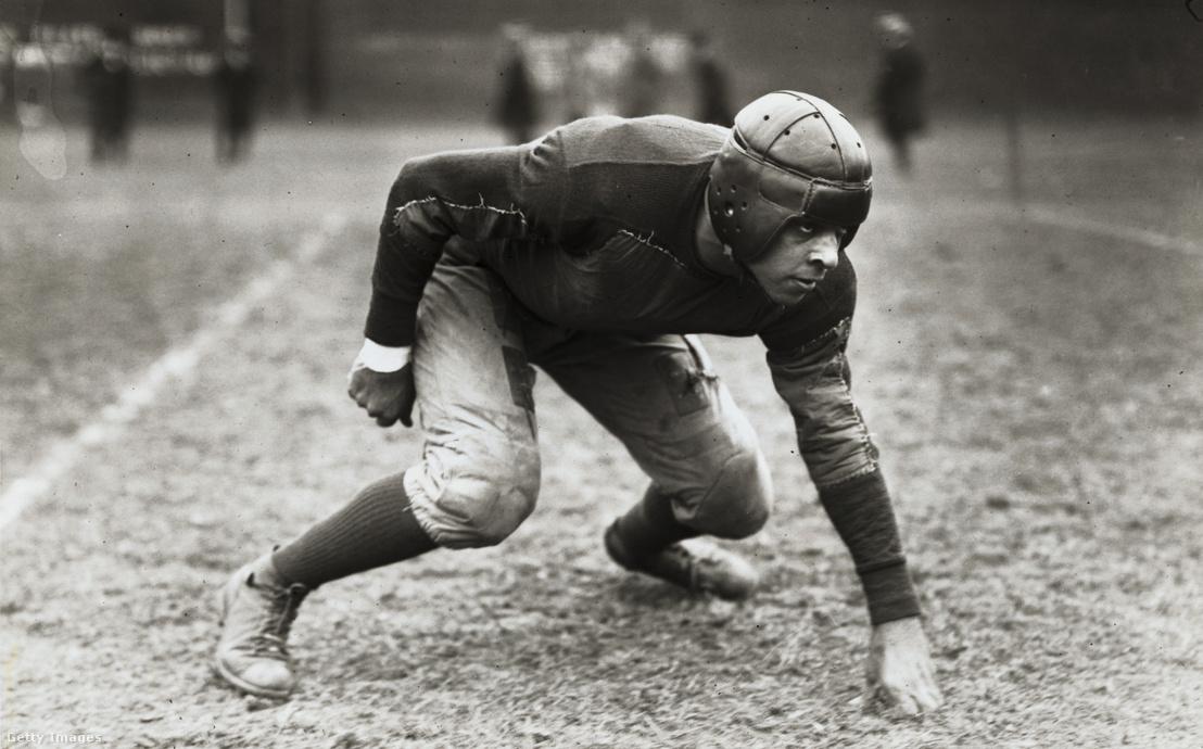 1923-ban még ilyen fejvédőt hordott a csapatkapitány a Howard Egyetemen