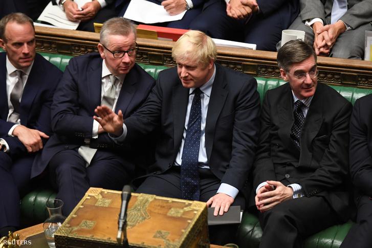 Boris Johnson gesztusa a brit alsóház szerdai ülésén