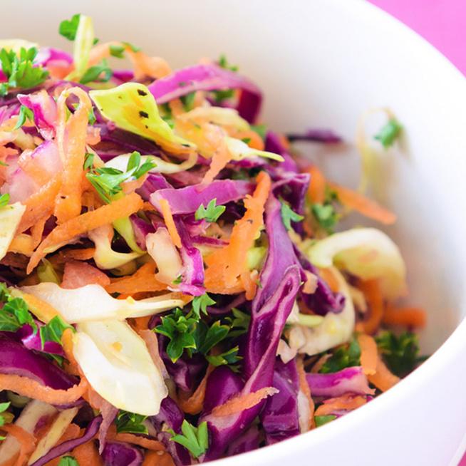 Coleslaw-saláta lilakáposztából: ázsiai ízekkel és kevesebb kalóriával