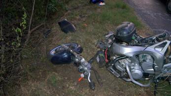 Meghalt a motoros, aki túl gyorsan ment, és nem bírta bevenni a kanyart