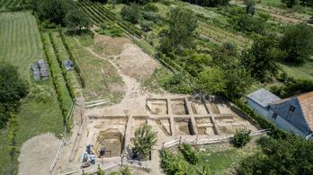 Bemutatnák Szulejmán szultán nemrég megtalált szigetvári sírját