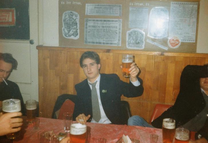 A szerző 1992-ben a Szamárdelelő csárdában