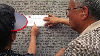 A japán nevek angol írásmódjában is előre kerülhet a családnév
