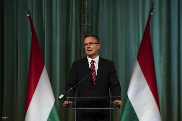 Rétvári Bence, az Emberi Erőforrások Minisztériumának (Emmi) parlamenti államtitkára beszédet mond 2019. augusztus 16-án a Pesti Vigadóban.