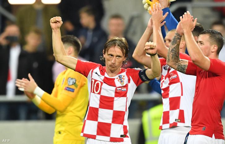 Luka Modric ünnepli Horvátország győzelmét a Szlovákia elleni mérkőzésen Trnavában
