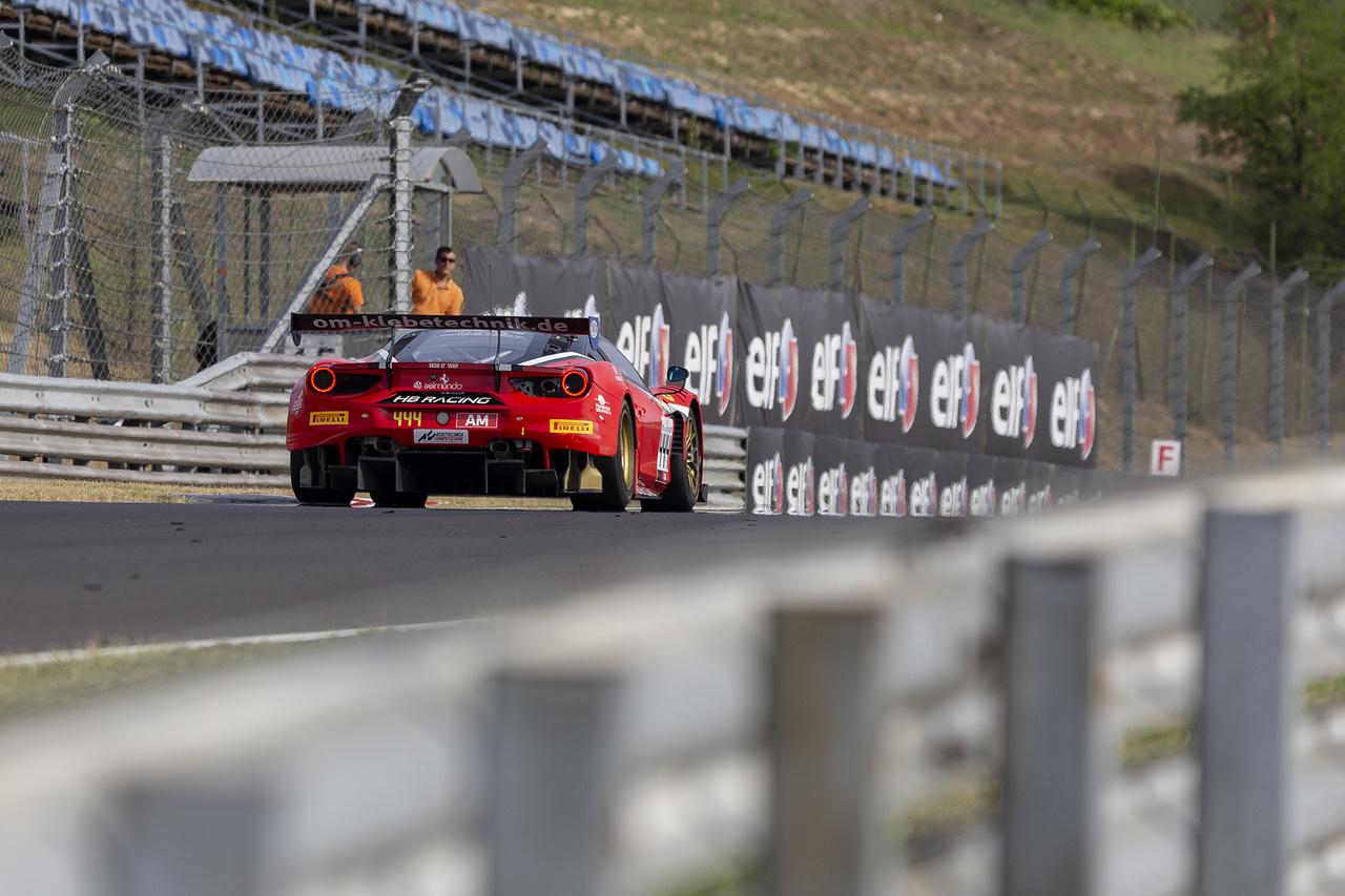 Ferrari 488 GT3-ból viszont akad három darab is, bár az eddigi szezonban a szintén olasz lamborghinis csapatok a maranelloiak előtt járnak eredményességben