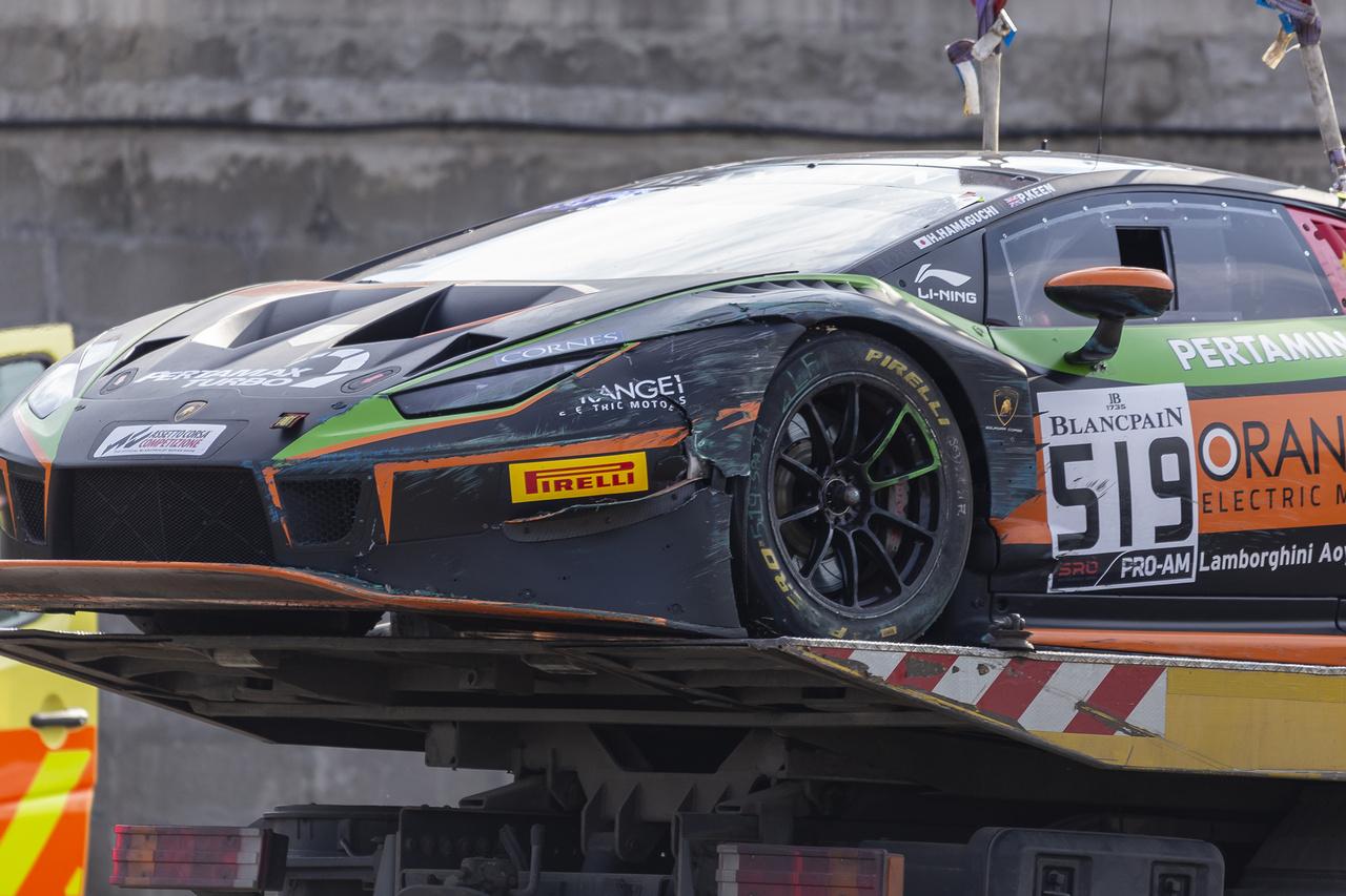 A Hamaguchi-Keen páros már a szabadedzést is véresen komolyan vette, sikerült is túltolni a tempót a Lamborghini Huracánban, aminek anyagi kár és piros zászló lett a vége