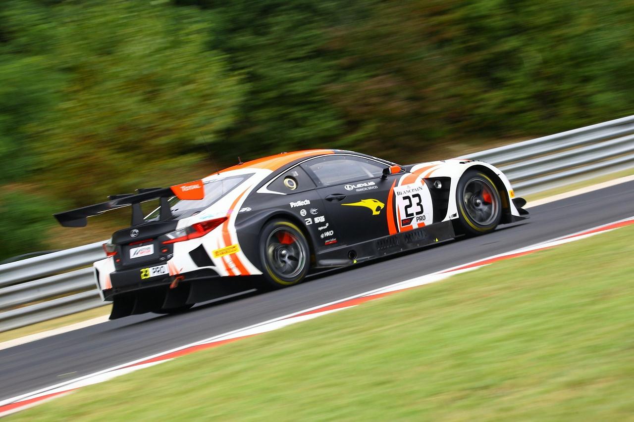 Egy másik egzotikum: a mezőny egyetlen Lexus RC-F GT3-asának egyik pilótája a szintén WTCR-ből ismerős Aurelien Panis, aki a Zengő Motorsport csapatában is megfordult