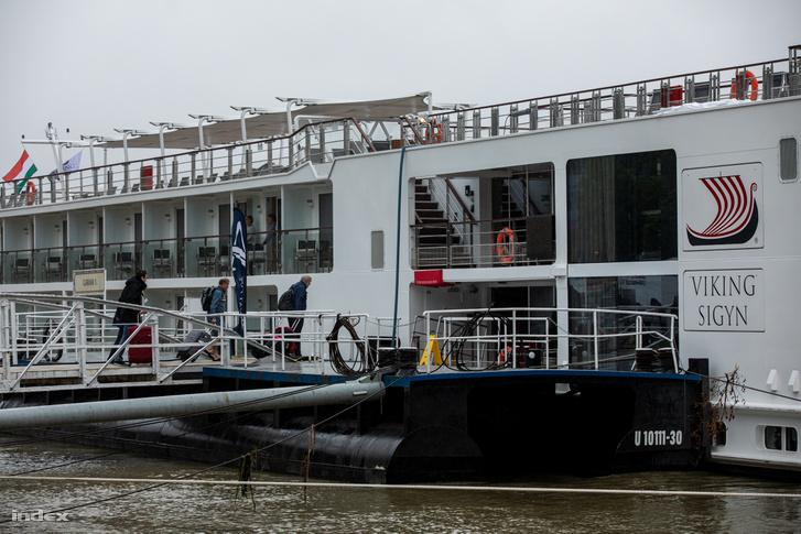 A hajó a katasztrófa másnapján még Pesten, a Carl Lutz rakpartnál horgonyzott