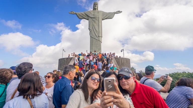 Mit csináljunk, ha annyi a turista, hogy élvezhetetlen a nyaralás?