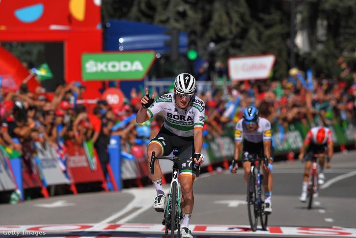 Sam Bennett a Vuelta a Espana 14. szakaszának céljában
