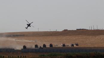 Amerikai és török páncélosok járják együtt Kelet-Szíria útjait