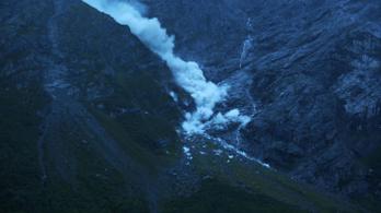 Élő adásban omlott le egy hegy Norvégiában, koccintottak rá a helyiek