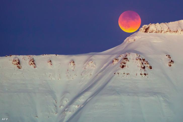 Szuperhold a Svalbard-szigeteken