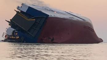 Felborult egy teherhajó Georgia partjainál, négyen eltűntek