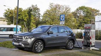 Száz kilométeres hatótávval és dízellel érkezik az új plug-in Mercedes
