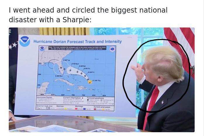 """""""Bekarikáztam filccel a legnagyobb katasztrófát, ami az országgal történt"""" - írta valaki viccesen a fotó alá."""
