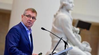 Matolcsy György jegybankelnök páros lábbal beleszállt Varga Mihály pénzügyminiszterbe