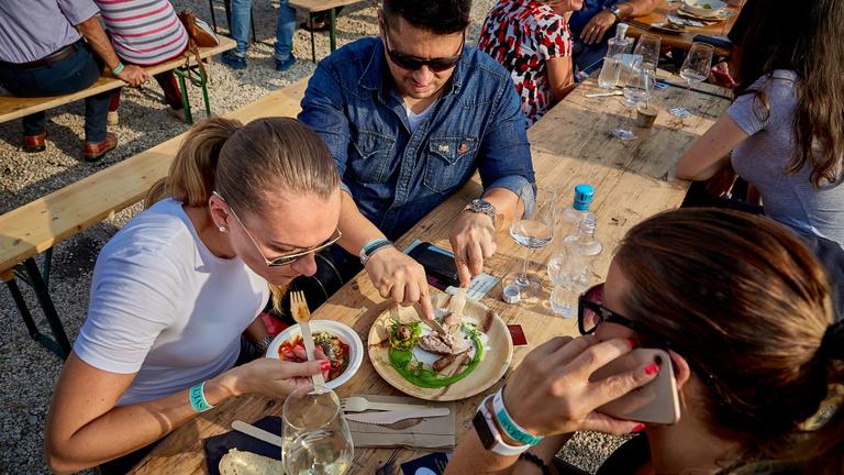 Petrezselymes pezsgő és robbanócukor - a vidéki éttermek mindent beleadnak