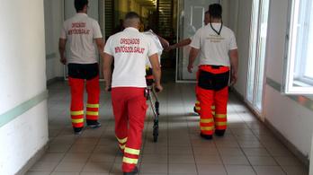 Plázázók tartottak életben egy férfit a mentők kiérkezéséig