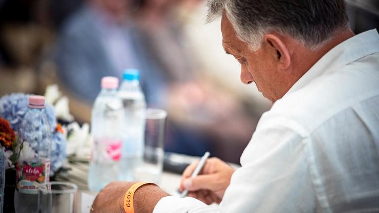 Orbán kicsit feljebb tekerné az illiberalizmust