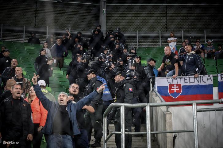 Szlovák szurkolók a szeptember 9-i Magyarország–Szlovákia Eb-selejtezőn.