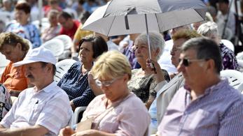 El lehet tenni az esernyőket, napsütés váltja a szürkeséget