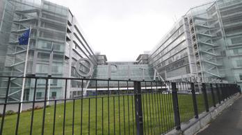 Schumachert egy párizsi kórházba szállították