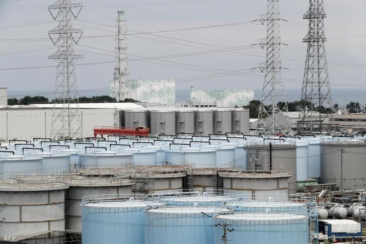 Sugárszennyezett vízzel teli tartályok A TEPCO Fukusima Daiicsi atomerőművének 5-ös és 6-os reaktora mellett 2018. július 27-én