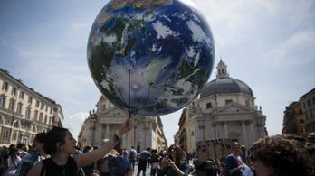 Bill Gates szervezete szerint 1800 milliárd dollárba kerülne a Föld megmentése