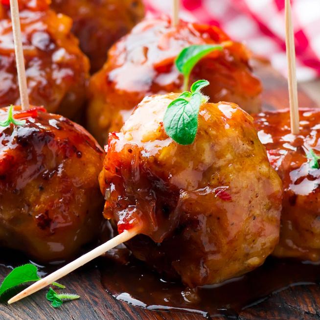 Édes-csípős, csirkés húsgolyó: 10 perc alatt összeállítható