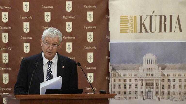 Törvénysértőnek tartja a Kúria, hogy egy bíró az uniós bíróságon vizsgáltatná meg a függetlenségét