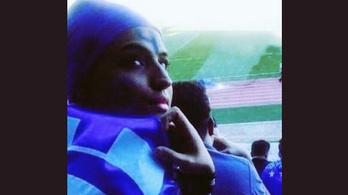 Meghalt a stadionból kitiltott iráni futballrajongó nő, aki a bíróság előtt felgyújtotta magát