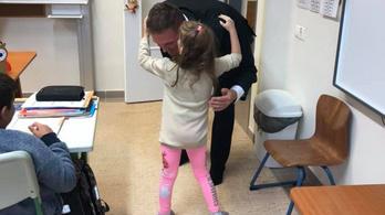 Mozgássérült kislánnyal kampányolt a kiskunhalasi fideszes polgármester