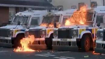 Molotov-koktélokkal támadtak északír nacionalisták a rendőrökre