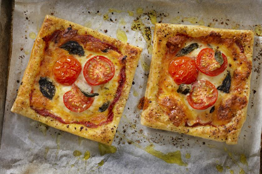 Hamis pizza leveles tésztából mozzarellával és paradicsommal: ha nincs időd dagasztani, keleszteni