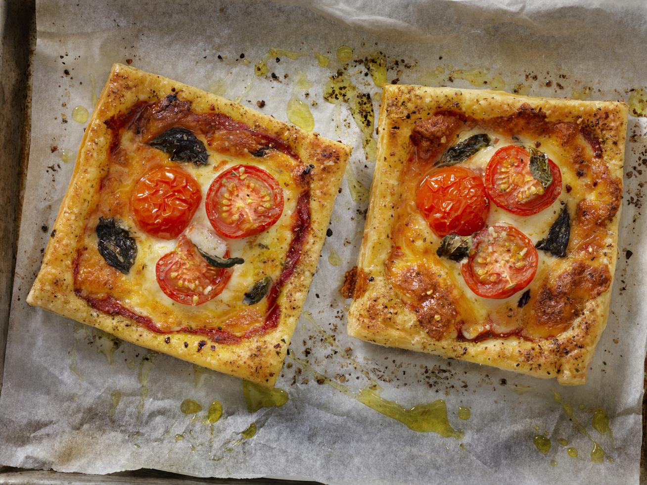 hamis-mozzarellas-paradicsomos-pizza