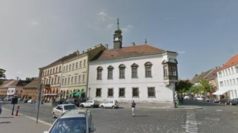 24.hu: Be kell zárni Matolcsy doktori iskoláját a budai Várban