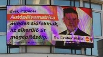 Autópálya-matricával kampányol a Fidesz siófoki polgármesterjelöltje