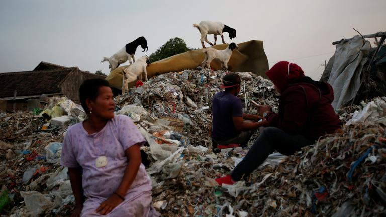 Jólétet és mocskot hoz az indonéz falvakba a nyugati szemét