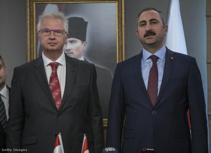 Trócsányi László igazságügyi miniszterként a török Abdulhamit Gul igazságügyi miniszterrel Ankarában 2018. november 1-én