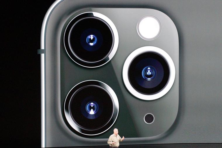 Az iPhone 11 hátlapja.