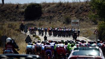 Megőrültek a Vuelta bringásai, 220 km padlógázon