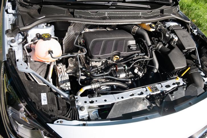 Óriási meló lett volna ezzel az Opel-architektúrával összehozni a PSA-motorcsaládot. Nem is tették