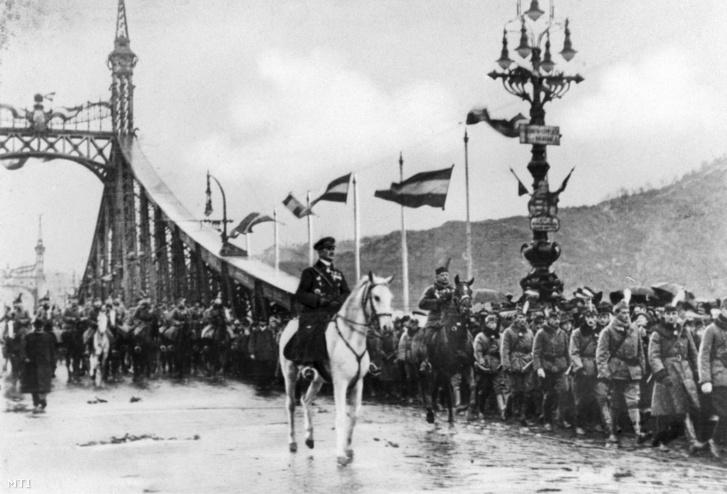 Horthy Miklós kormányzó bevonul Budapestre 1919. november 16-án