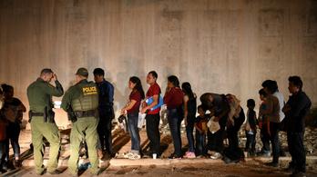 Életbe léphet Trump szigorú bevándorlási törvénye