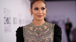 Jennifer Lopez megidézte a 2000-es évek egyik legnagyobb divatbűnét