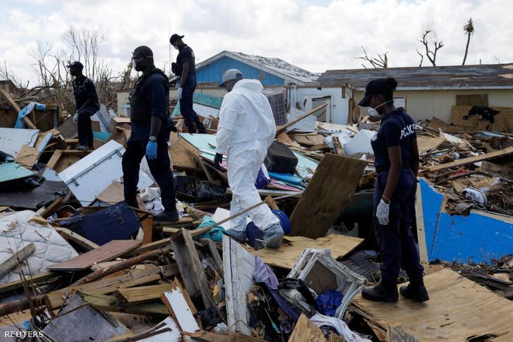 Túlélők után kutatnak a romok között Abaco szigeteken szeptember 10-én