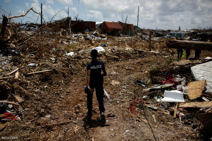 A Dorian hurrikán pusztítása a Bahamákon 2019. szeptember 10-én.