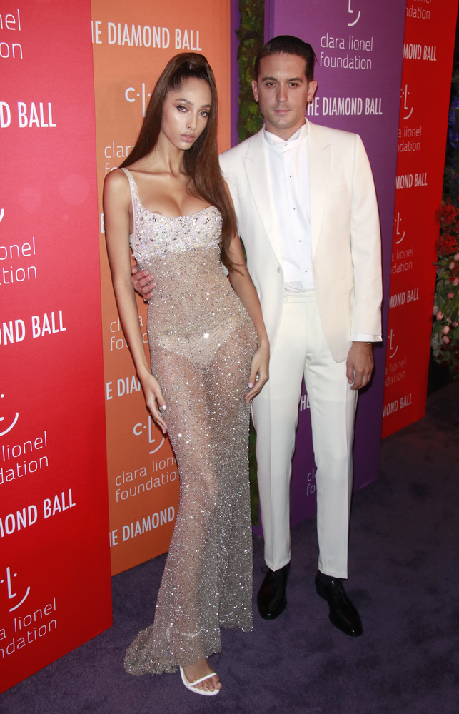 G-Eazy egy Victoria's Secret modell oldalán jelent meg a bálon